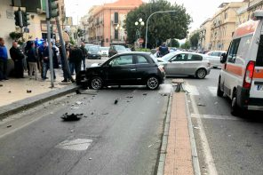 Messina. Brutto incidente in via Cesare Battisti: coinvolte due auto