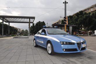 macchina della polizia piazza cairoli