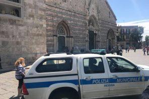 Lotta contro i venditori abusivi di Piazza Duomo. Presidio permanente della Polizia Municipale