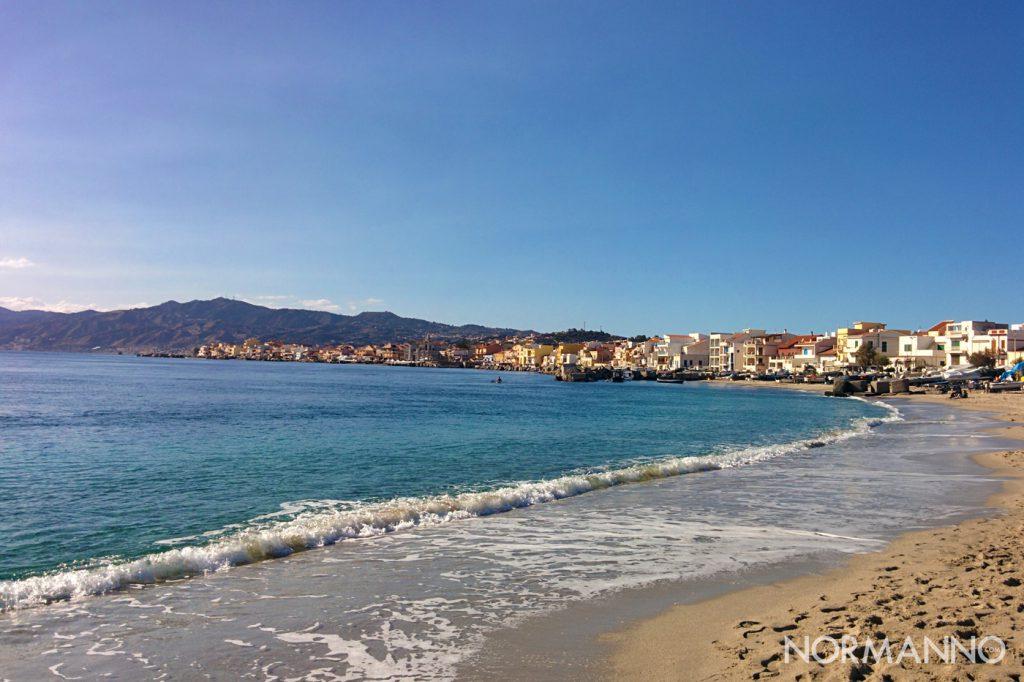 Foto della spiaggia di Torre Faro