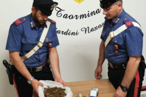 Beccato con la droga in casa: arrestato pusher