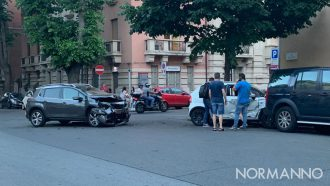 Foto incidente incrocio via Geraci e via dei Mille