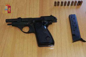 Messina. Minaccia di uccidere con una pistola i vicini di casa: arrestata 43enne