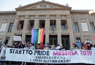 Foto dello Stretto Pride a Messina