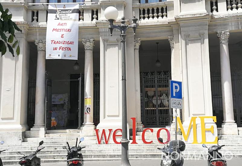 """Foto di piazza Antonello, scritta """"welcoME"""" per Arti, mestieri e tradizioni - Messina"""