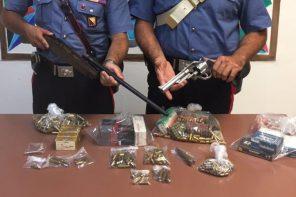 Nascondeva parti di armi e munizioni in casa. Arrestato 62enne