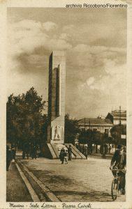 foto d'epoca della stele littoria a piazza cairoli a messina