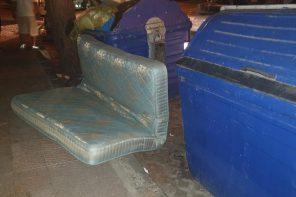 Beccato mentre abbandonava un materasso sulla Panoramica: 600 euro di multa
