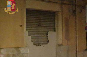 Armata di mazza, tenta di occupare abusivamente una casa: arrestata