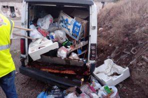 """Rifiuti a Messina. Ritrovato un furgoncino bianco trasformato in """"discarica mobile"""""""