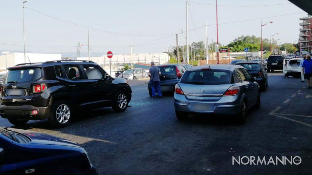 foto veicoli incidentati, tamponamento via consolare pompea
