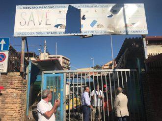 Cateno De Luca al mercato Vascone a Messina per l'inizio dei lavori
