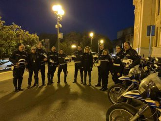 l'assessore dafne musolino con la polizia municipale di fronte a palazzo zanca a messina