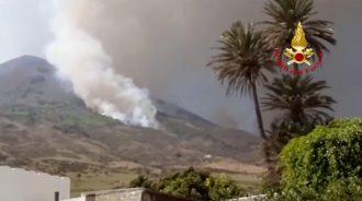 eruzione del vulcano di stromboli