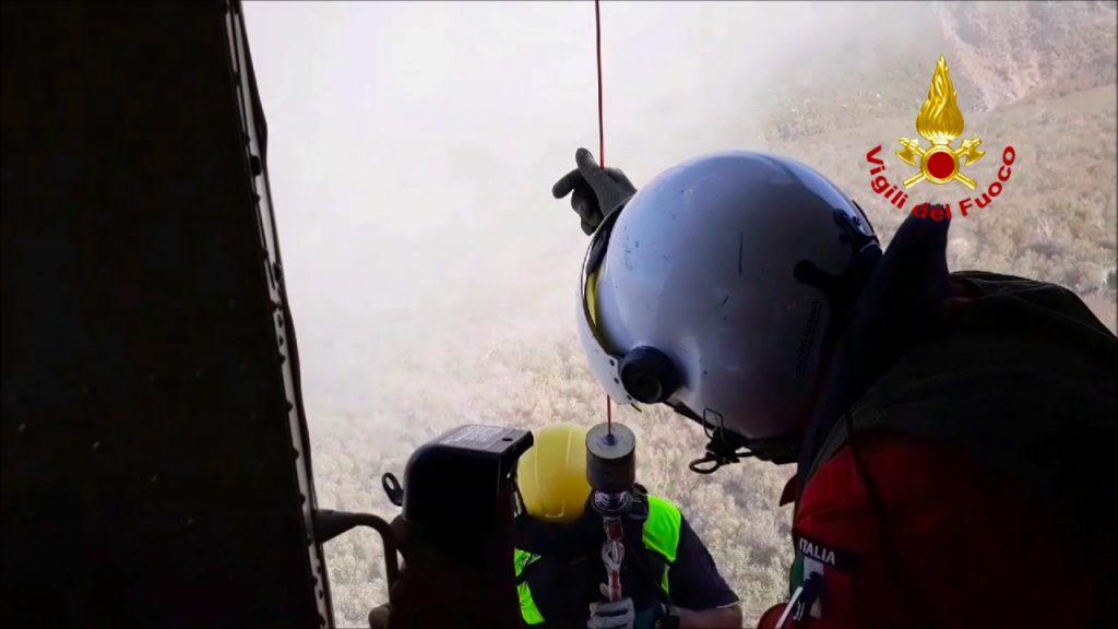 i vigili del fuoco recuperano un escursionista disperso a vulcano1