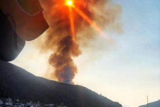 Incendio a lipari, isole eolie, provincia di messina