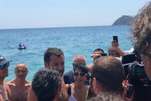 Selfie e contestazioni: il tour in Sicilia di Matteo Salvini da Taormina a Siracusa