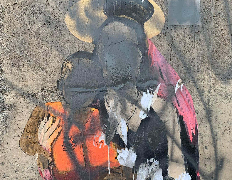 foto del murales di tvboy dedicato a carola rackete a taormina danneggiato e oscurato