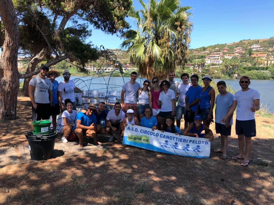 pulizia dai rifiuti del lago di ganzirri in occasione di siamo tutti sulla stessa barca