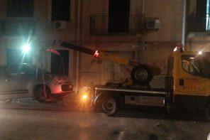 Non rispettano il divieto di sosta per la pulizia delle strade: carro attrezzi in azione a Messina