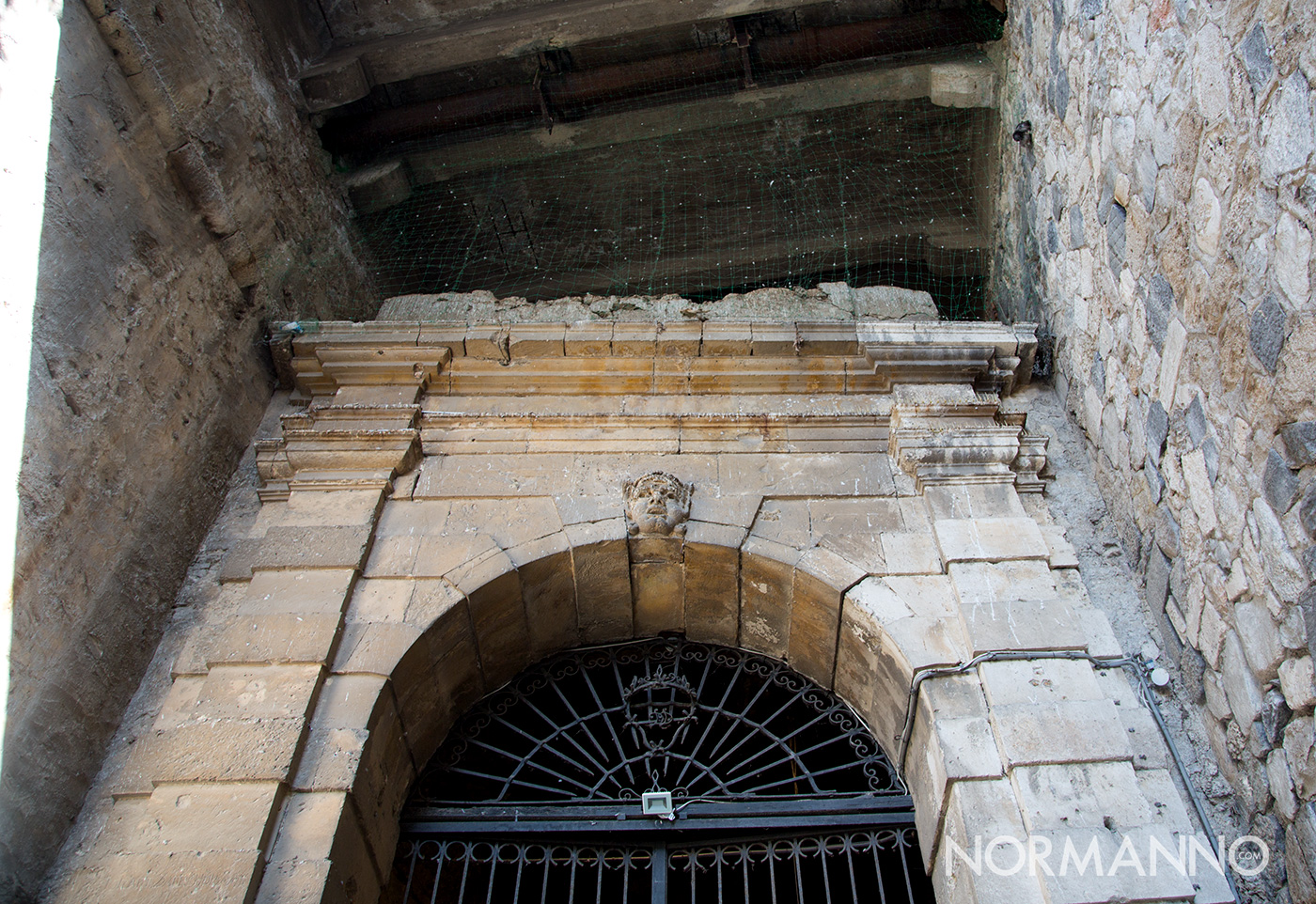 portale delle vecchie carceri di rocca guelfonia (castello mata-griffones) aperte in occasione de le vie dei tesori 2019 a messina