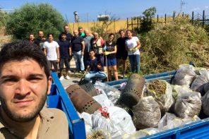 Ripulita la villetta di Faro Superiore. I volontari: «Un gioiello lasciato al degrado»