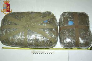 Continuava a spacciare droga nonostante i domiciliari: arrestato 31enne