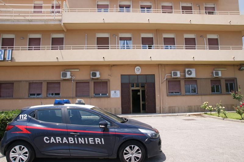 foto della volante dei carabinieri della stazione di messina sud