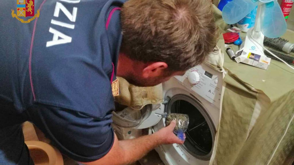 droga nascosta nella lavatrice a messina