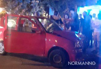 incidente in via cesare battisti a messina, coinvolta una fiat 500 rossa