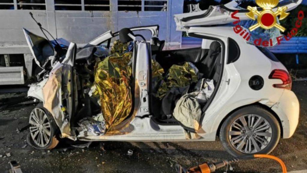 incidente sulla statale all'altezza di francofonte in provincia di siracusa in cui hanno perso la vita tre persone di messina