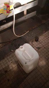 foto del bidone usato per rubare gasolio da due messinesi poi arrestati dalla polizia