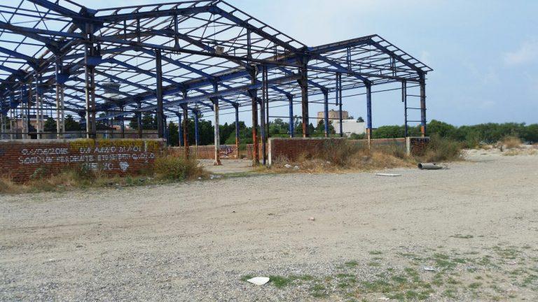 Foto della struttura ex Seaflight in riva allo Stretto di Messina