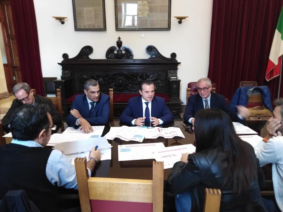 conferenza stampa del sindaco cateno de luca sugli accertamenti imu e tasi a messina