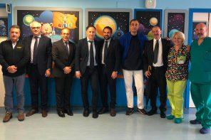 foto di gruppo dopo la firma dell'accordo tra policlinico di messina e istituto gaslini di genova per implementare l'offerta di chirurgia pediatrica dell'ospedale peloritano