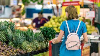 spesa al supermercato, colletta alimentare