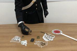 Nascondevano la droga in cucina: arrestati 2 giovani
