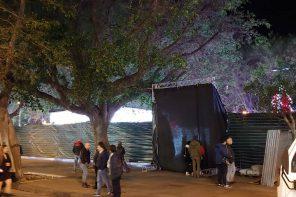 Piazza Cairoli. Il Giardino delle Luci coperto da un telone: i messinesi dicono NO