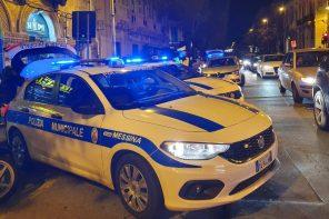 la polizia municipale durante i controlli notturni scopre una casa d'appuntamento in via centonze e stacca 27 multe per divieto di sosta