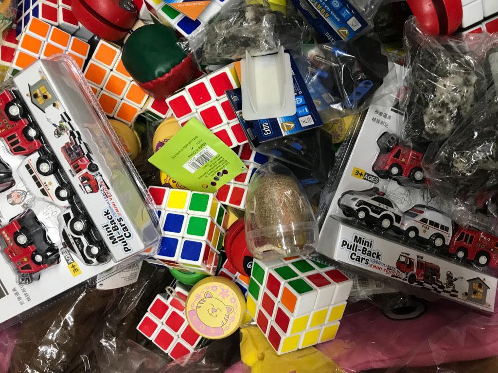 sequestro giocattoli e materiale elettrico in un negozio della zona sud di Messina