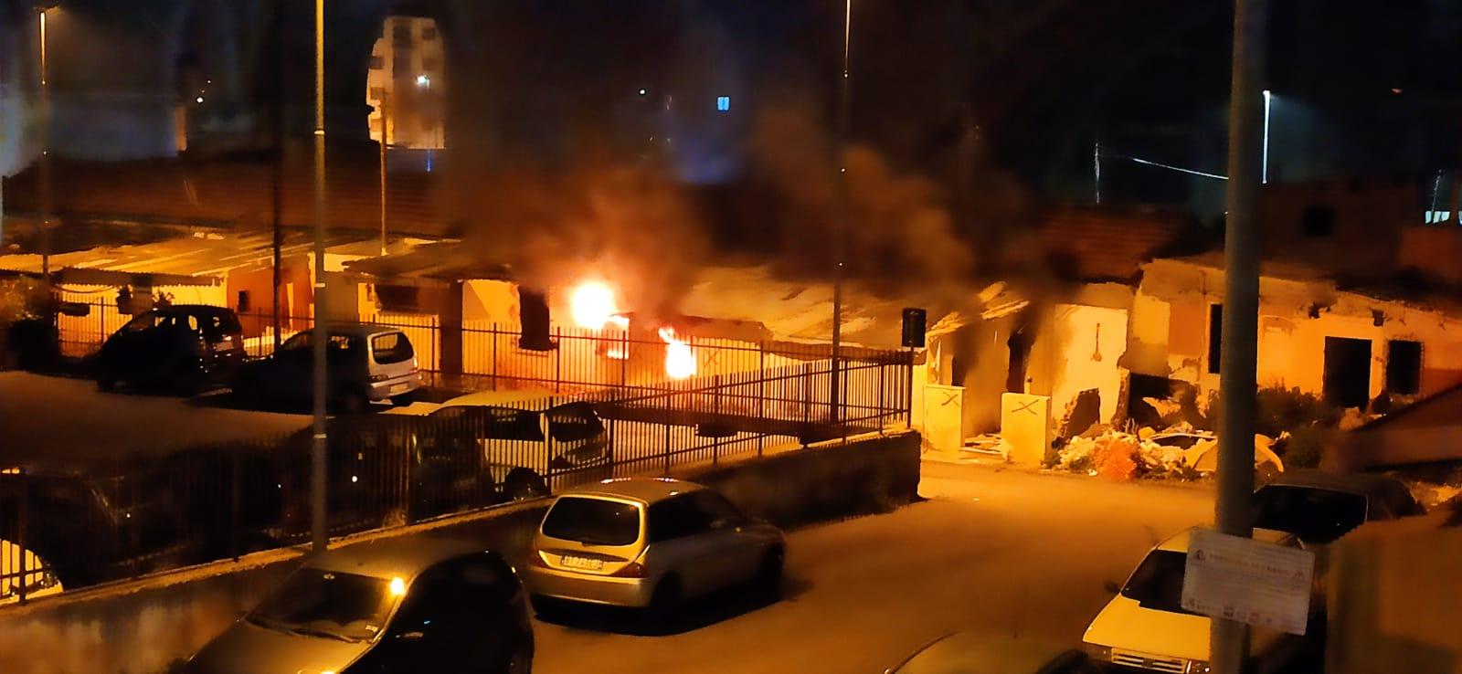 incendio tra le baracche di camaro sottomontagna