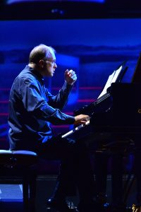 Foto di Emanuele Arciuli al pianoforte - Frontiere