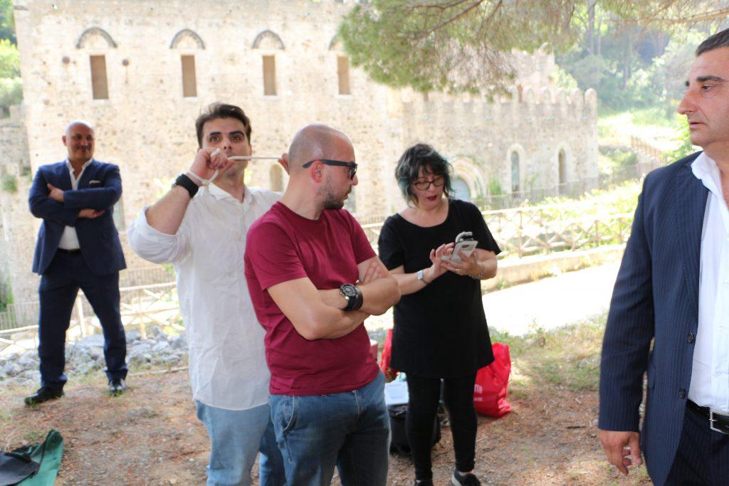 Il regista con gli attori di Terra Nera 2 a Messina