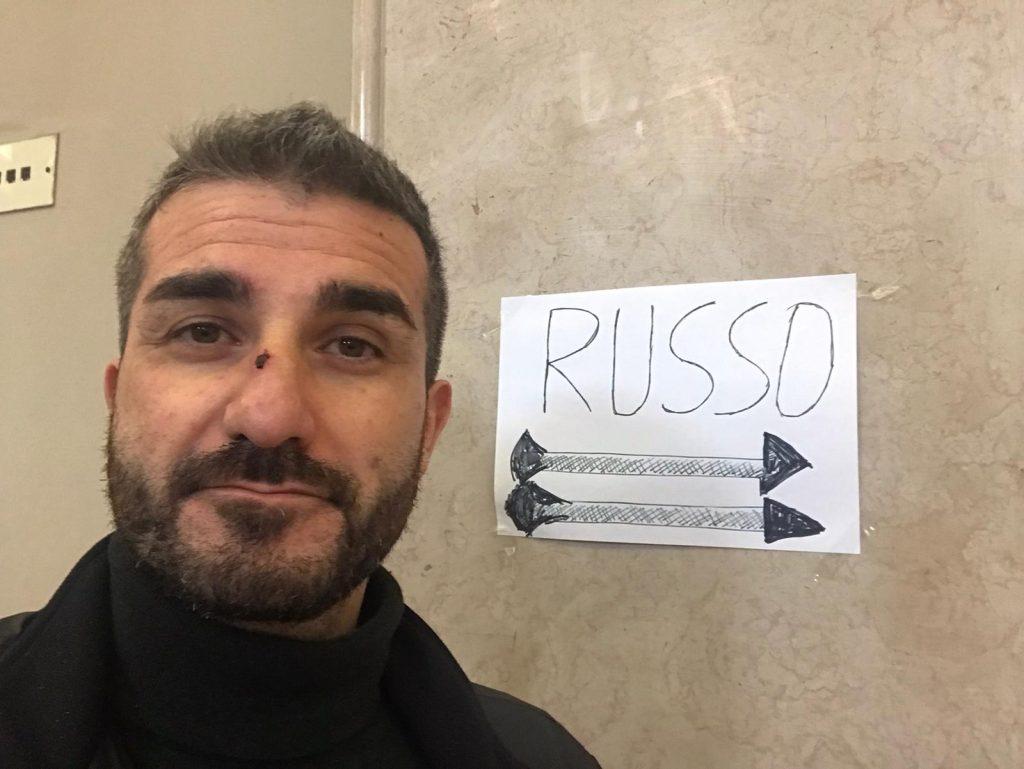 alessandro russo passa al pd e mostra un cartello goliardico apparso a palazzo zanca