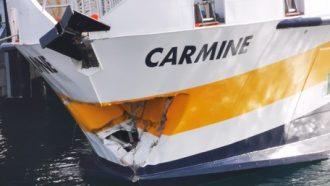 aliscafo della liberty lines danneggiato dopo limpatto con la banchina del porto di milazzo