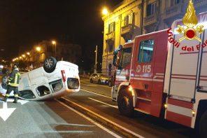 incidente a Messina: auto ribaltata sul viale Boccetta