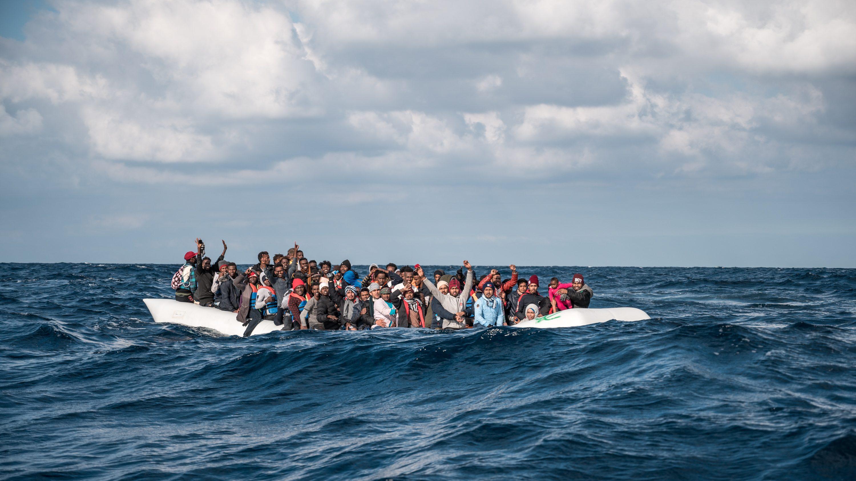 foto dei migranti soccorsi dalla seawatch 3 che approderanno a messina