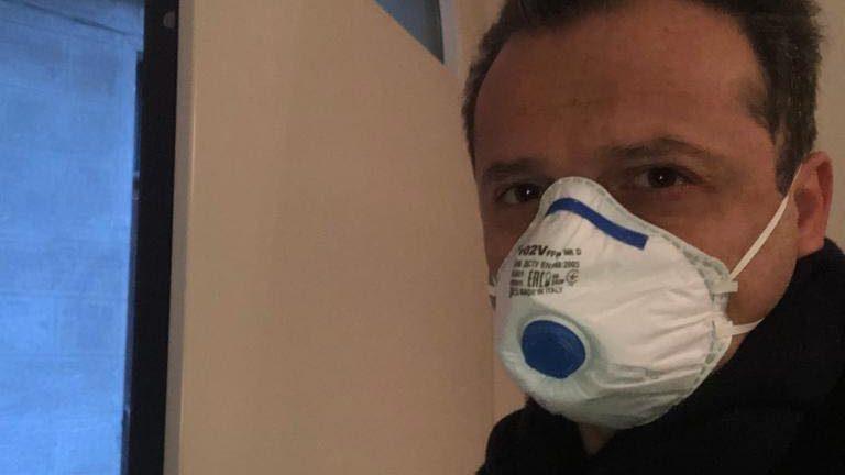 coronavirus. foto del sindaco di messina cateno de luca con la mascherina