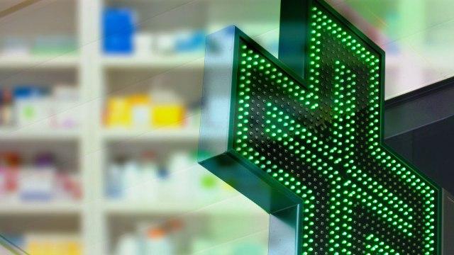 insegna di una farmacia
