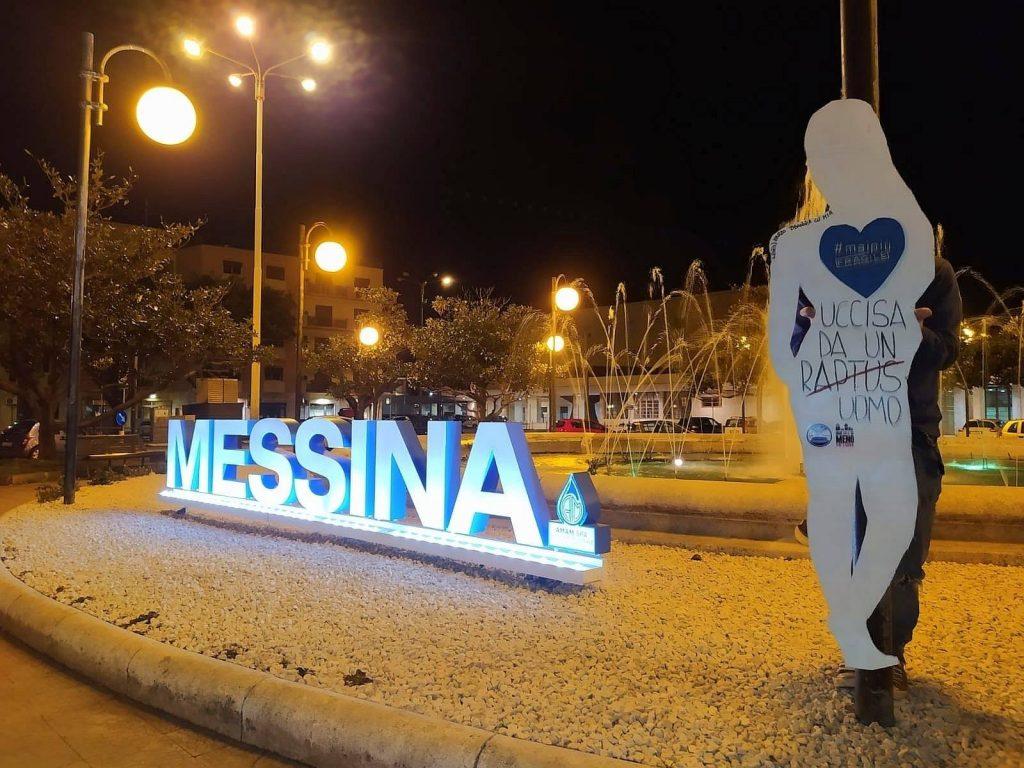 foto di una sagoma di donna alla stazione centrale di messina per la campagna #maipiùfragile contro la violenza sulle donne lanciata da puliamo messina e non una di meno